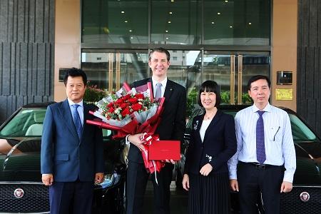 Jaguar Việt Nam chính thức bàn giao lô xe cao cấp cho Intercontinental Hanoi Landmark72