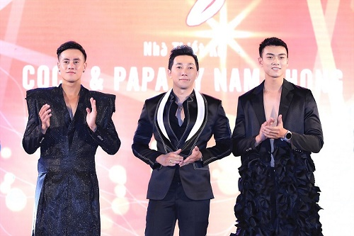 Nam vương Mario Thành Tâm và Tạ Công Phát trình diễn Vedette trong BST mới của NTK Nam Phong