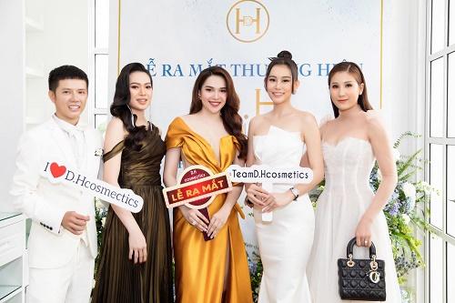 Hơn 1 tỷ đồng sản phẩm được bán ra trong buổi ra mắt mỹ phẩm mới D.H Cosmetics