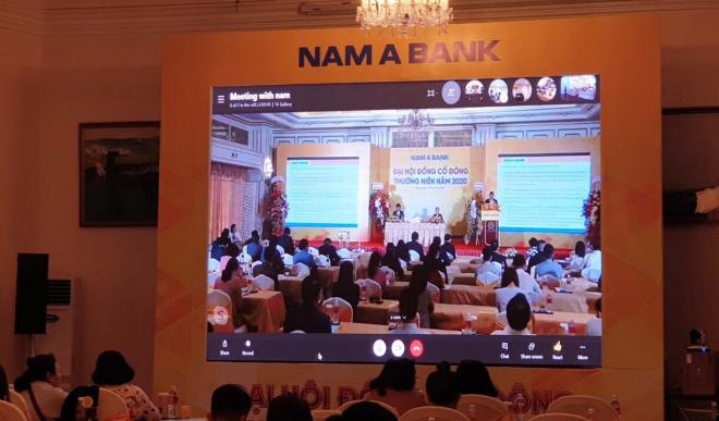 ĐHCĐ đặc biệt của Nam Á Bank: Chủ tịch không xuất hiện, cổ đông bị chia phòng, tài liệu có dấu hiệu bất thường
