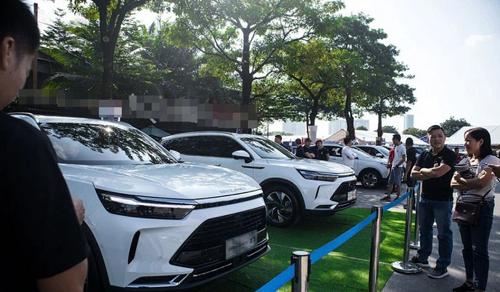 Ô tô nhập khẩu ùn ùn về Việt Nam