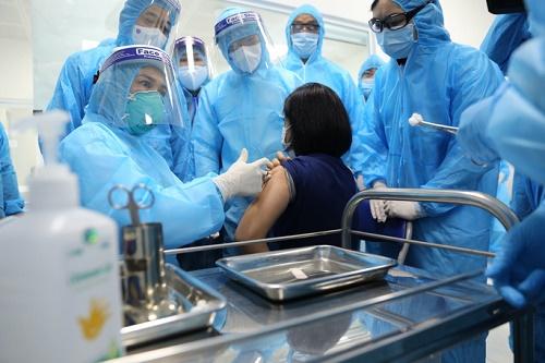 Bộ Y tế: Chưa có phản ứng bất thường sau 955 người được tiêm vắc-xin Covid-19