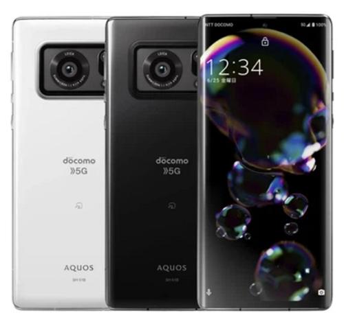 Chiếc điện thoại Nhật này sử dụng camera lớn chưa từng thấy trong lịch sử