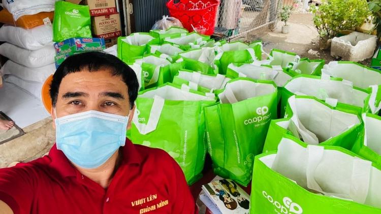 Đạo diễn Nguyễn Quang Dũng, Quyền Linh tích cực làm từ thiện mùa dịch