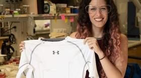 Các nhà nghiên cứu của Đại học Rice tạo ra một chiếc áo theo dõi nhịp tim
