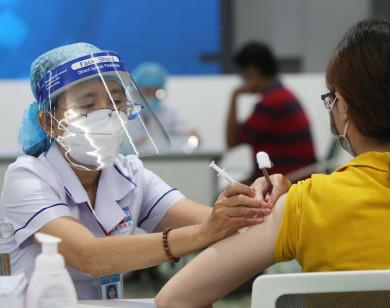 TP Hồ Chí Minh nên cho người tiêm đủ 2 mũi vaccine Covid-19 hoạt động trở lại?