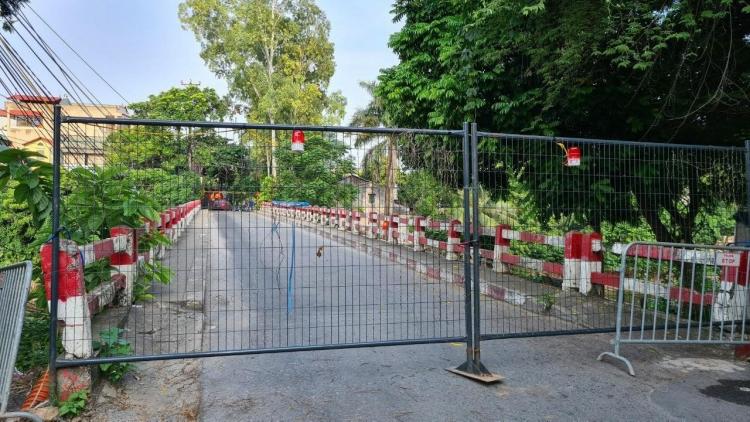Hà Nội dựng 30 chốt cứng rào chắn, người dân được khuyến cáo không đi qua đây