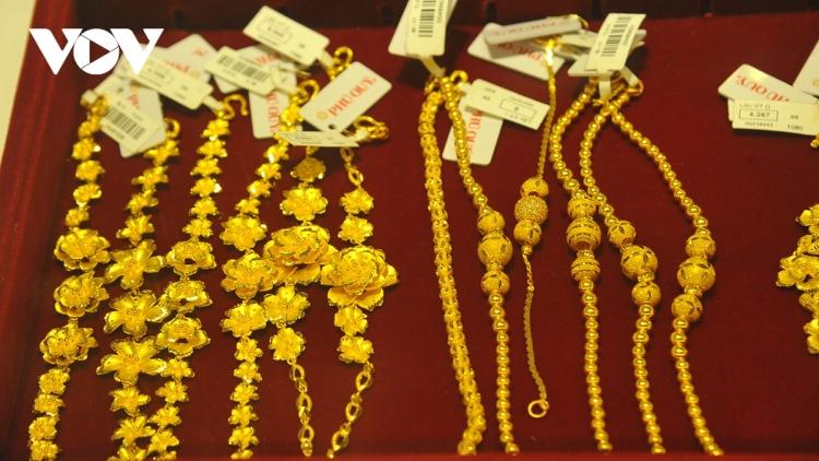 Giá vàng thế giới tiếp tục giảm, vàng trong nước tăng nhẹ
